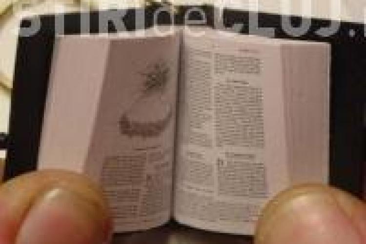 Cea mai mica biblie din lume, expusa la Bastionul Croitorilor. Cand poate fi vazuta expozitia