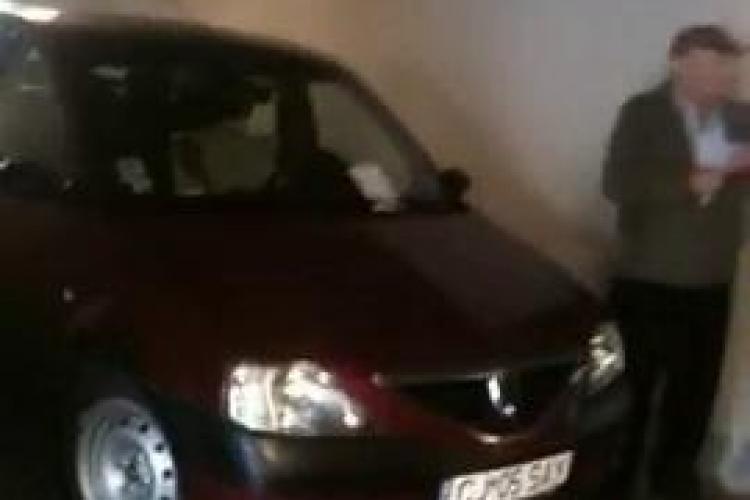 Cum a blocat un sofer parkingul Primariei Cluj-Napoca! A parcat pe rampa de acces VIDEO