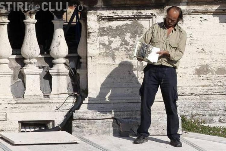 Un roman a incendiat o Biblie la Vatican FOTO