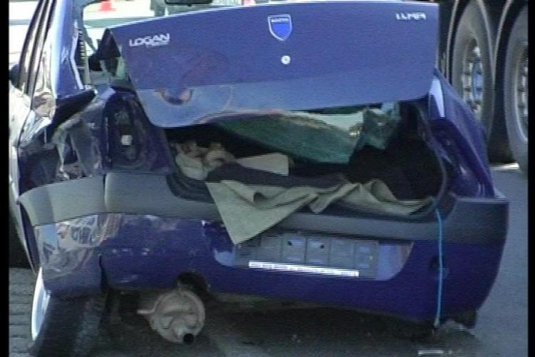 Accident in Floresti! Un VW a depasit un TIR si a fost proiectat pe contrasens intr-un Logan VIDEO si FOTO