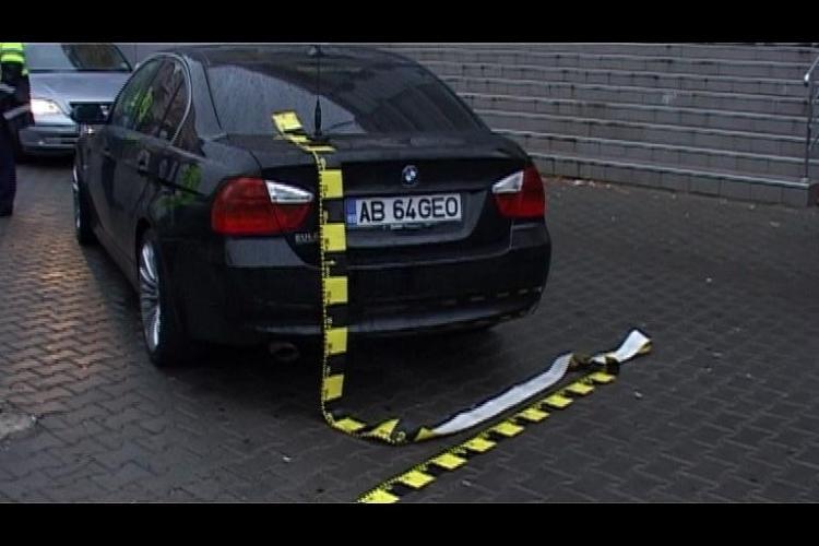 Femeie lovita de un BMW in statia de autobuz din Zorilor VIDEO si FOTO