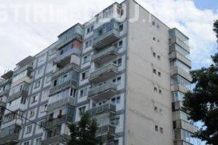 O tanara a inchiriat fictiv apartamente din Cluj-Napoca de 28 de ori! Politistii au retinut escroaca in Ramnicu Valcea