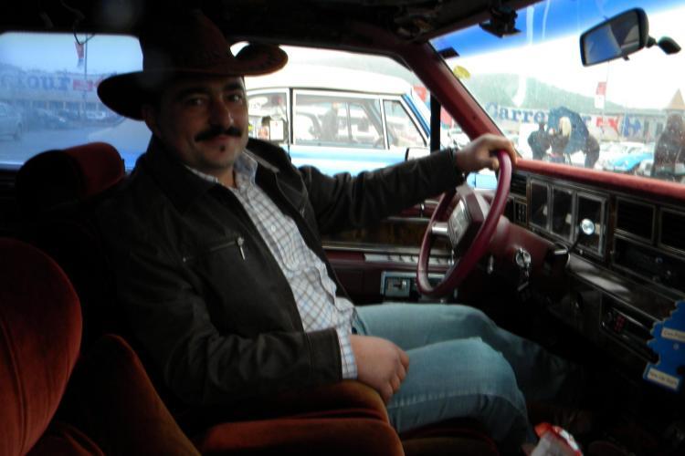 """Parada masinilor retro la Cluj! Vezi cum arata un Lincoln din '83 care consuma 20 de litri la """"suta"""" VIDEO"""