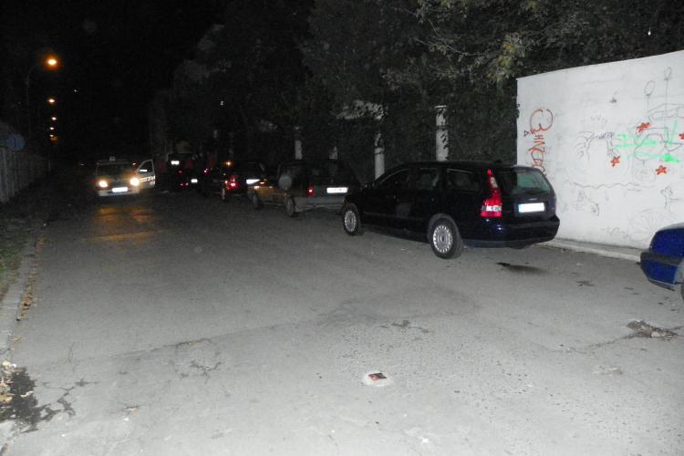 Masini zgariate pe strada Pandurilor, langa Parcul Iuliu Hatieganu FOTO