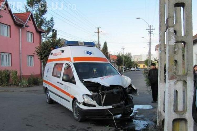 Ambulanta implicata intr-un accident in Gherla VIDEO si FOTO