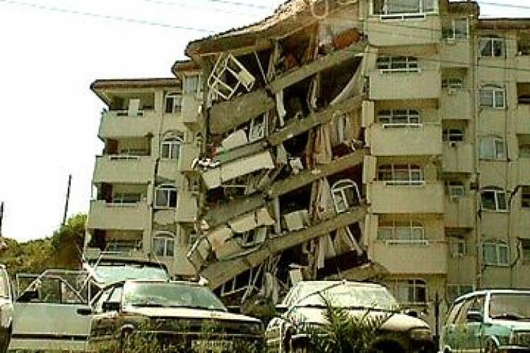 Cutremur in Turcia, regiunea Van, soldat cu morti si cladiri prabusite VIDEO