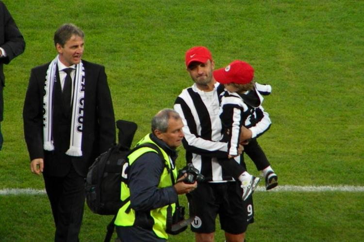 Claudiu Niculescu si-a dus fiul pe gazonul de pe Cluj Arena FOTO