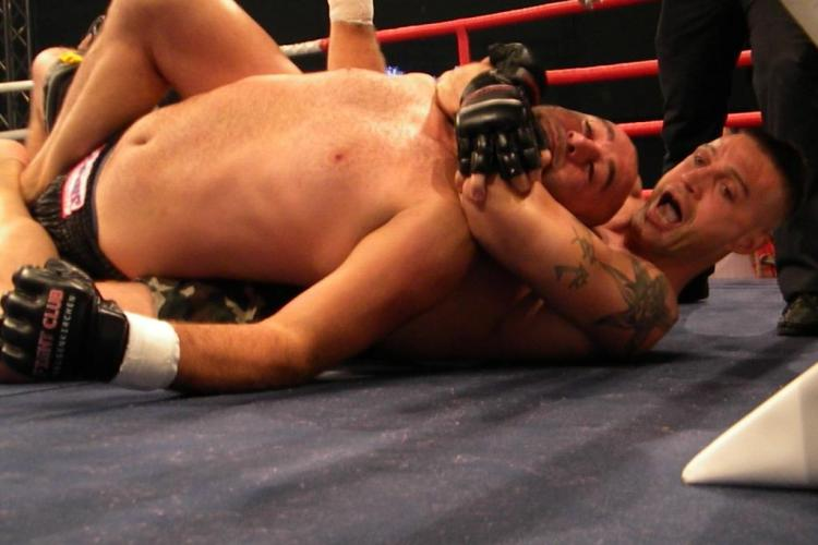 Andrei Gombos a dat de pamant cu germanul Fredi Kaya la Gala MMA de la Sala Sporturilor VIDEO