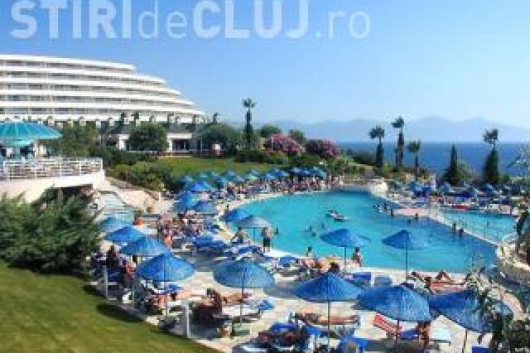 """Universal Turism Cluj e pe """"butuci""""! Firma implicata in scandalul turistic al verii a intrat in insolventa"""