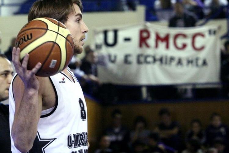 "Protest la meciul U Mobitelco - Elan Chalon: ""Decat cianurat, mai bine sarac"" VIDEO si FOTO"