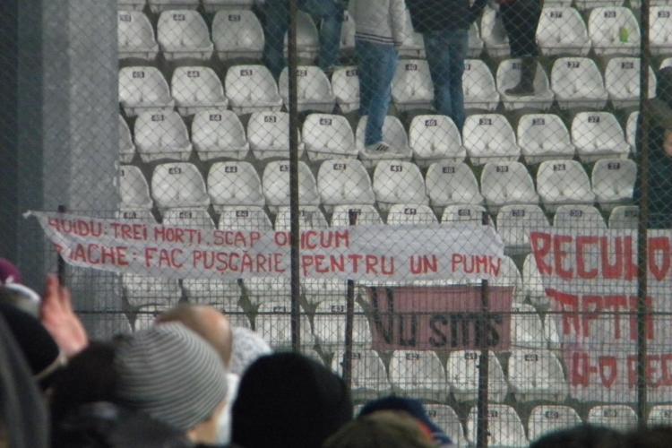 """Suporterii Dinamo: """"Huidu: 3 morti. Scapa oricium! Enache face puscarie pentru un pumn"""" FOTO"""