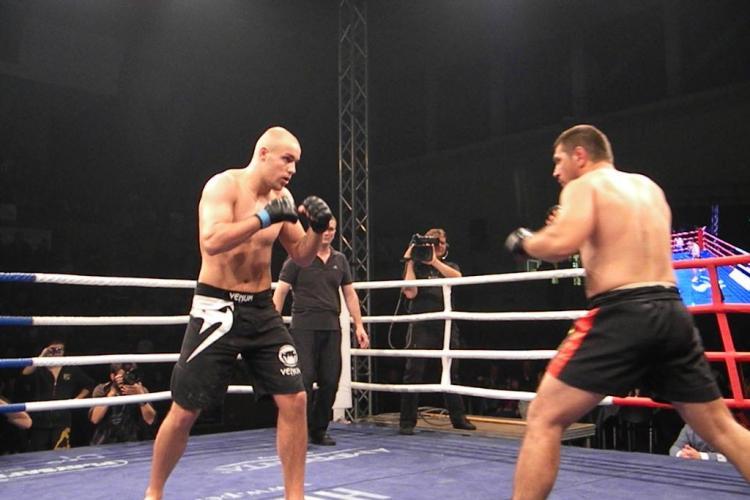 Stefan Iulian Gheba, invins de mai tanarul Benjamin Brinsa la gala MMA de la Cluj VIDEO