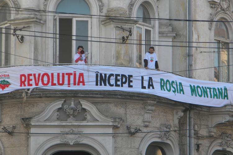 Activistii Rosia Montana picheteaza sediul TVR Cluj, de pe strada Donath, de la ora 18.00