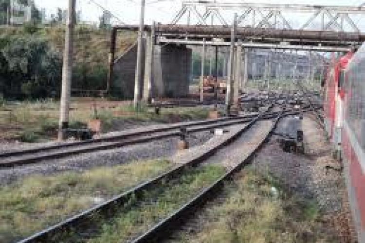Inconstienta! A furat cablurile de cupru de la macazul trenurilor