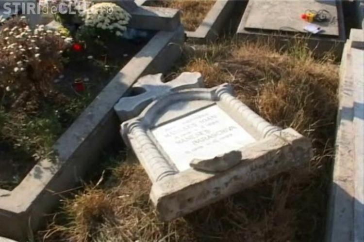 Crucea care a cazut peste fetita de patru ani, in cimitirul Manastur, avea peste 100 de kilograme VIDEO