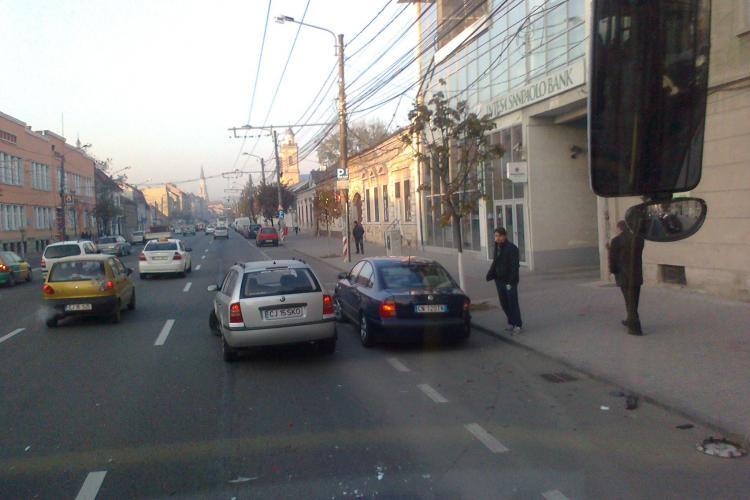 Accident pe Bulevardul 21 Decembrie! FOTO
