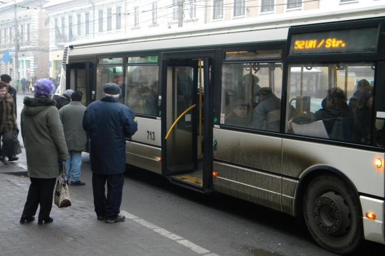 Accident pe strada Memorandumului! Un autobuz a lovit o tanara
