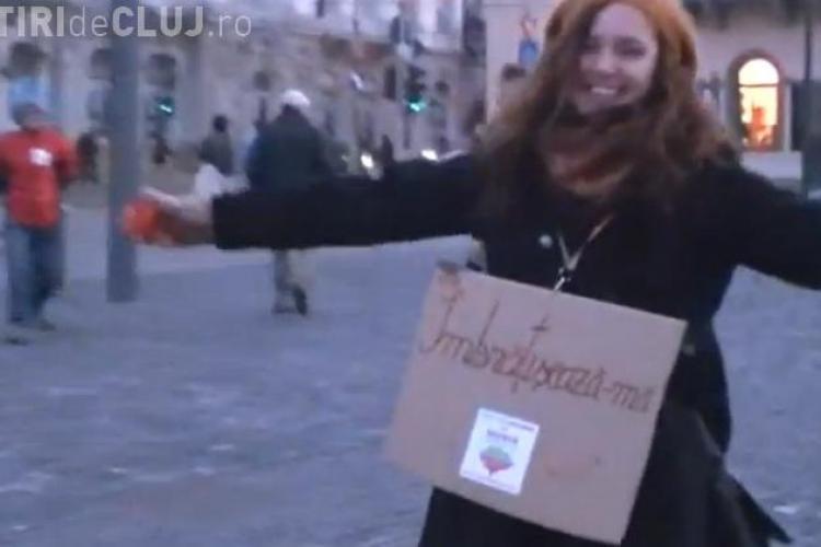 Free Hugs pentru Rosia Montana, in Piata Unirii din Cluj-Napoca VIDEO
