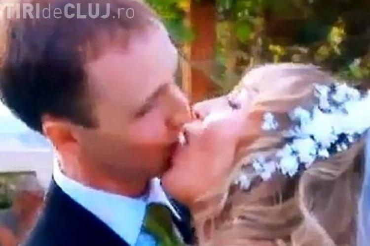 "Cel mai jenant prim sarut! Asa se saruta doi tineri care s-au pastrat ""puri"" pana in ziua nuntii VIDEO"