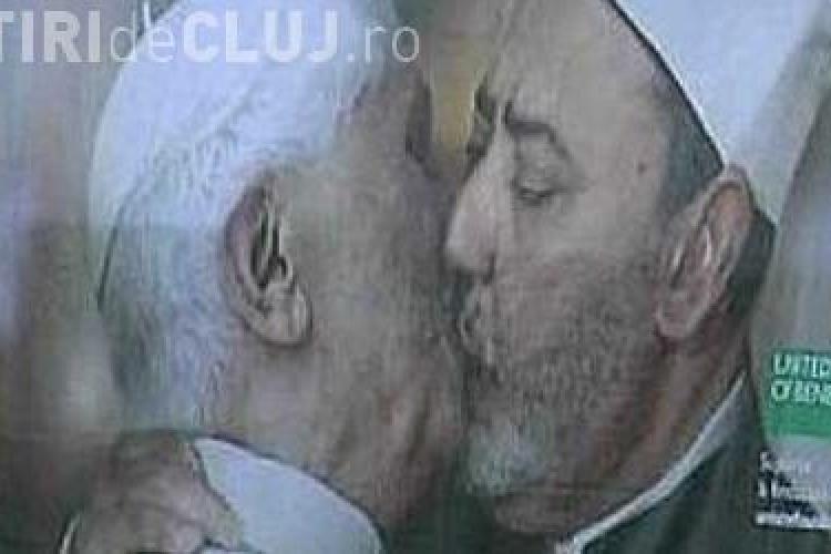 Vezi reclama in care Papa se saruta pe gura cu Imamul de la Cairo