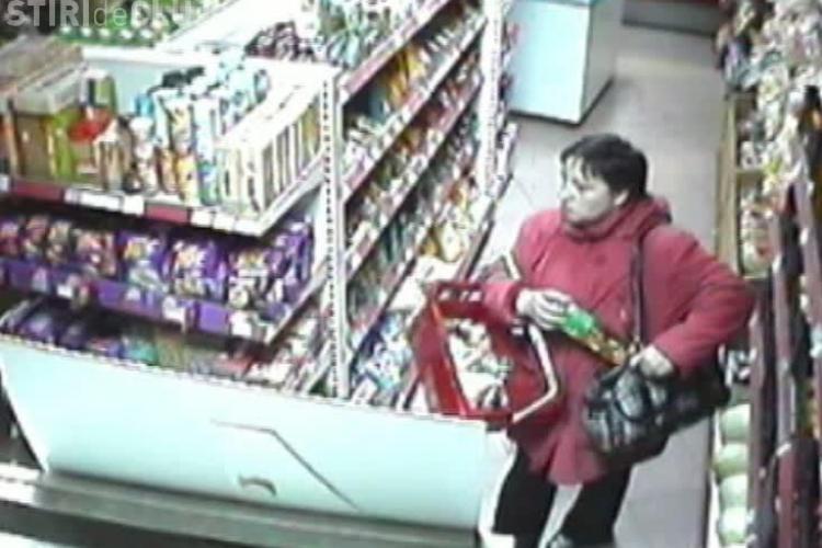 Tehnica de furat din magazin. O femeie din Dej indeasa ce prinde in geanta VIDEO CAMERE DE SUPRAVEGHERE