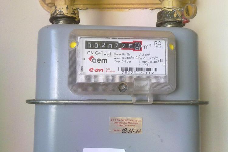 E.ON Gaz schimba contoarele de gaz de pe strada Retezat fara sa ii anunte pe proprietari FOTO
