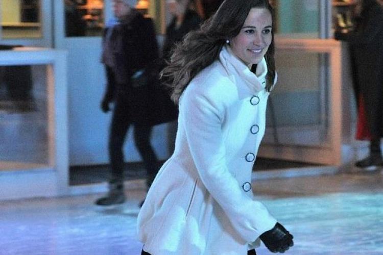 Pippa Middleton pe patinoar! Britanicii au fost panicati sa nu cada pe faimosul ei posterior FOTO