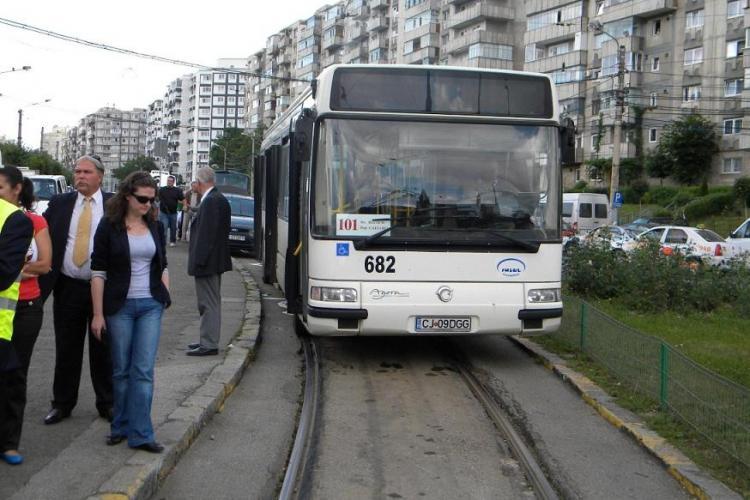 Se toarna ultimul strat de asfalt la linia de tramvai de pe strada Primaverii! Troleibuzele inlocuite vineri cu autobuze