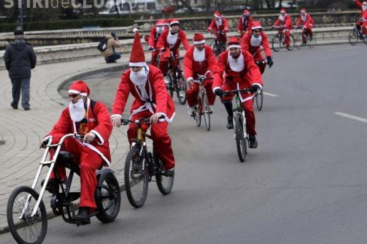 Mos Craciun vine pe bicicleta la Cluj