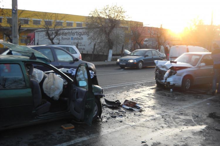 Accident pe Traian Vuia! Trei persoane au fost incarcerate VIDEO