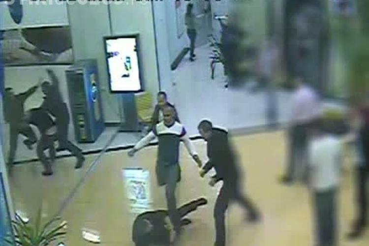 Bataie intr-un Mall din Baia Mare! Doua clanuri s-au razboit VIDEO