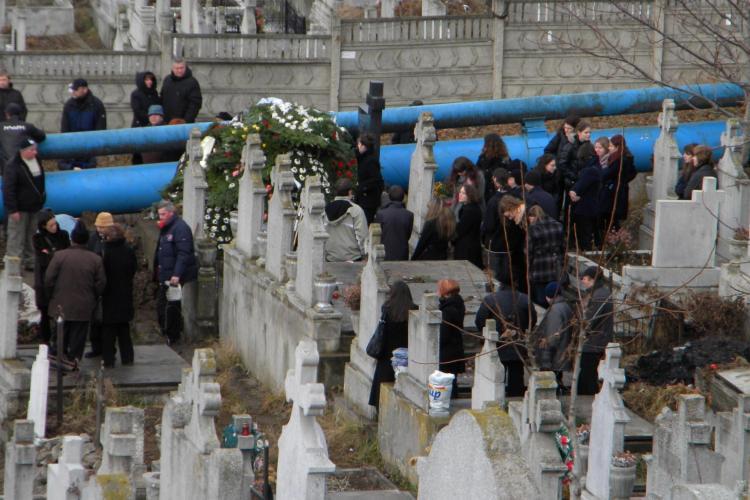 Iulia Plaian, condusa pe ultimul drum de familie, colegii de la Cosbuc si prieteni FOTO