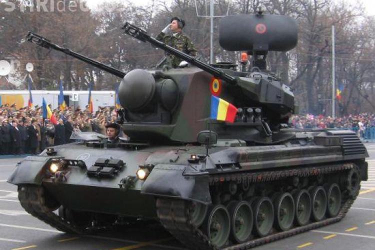 Parada militara cu tancuri la Cluj-Napoca, in Piata Avram Iancu, de 1 decembrie