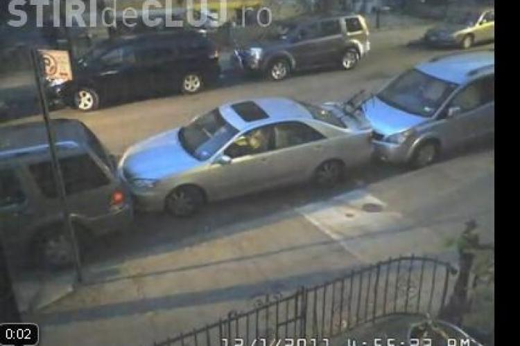 Un american si-a parcat perfect masina intr-un loc imposibil. Tu ai reusi?