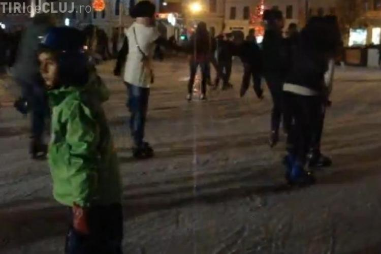 Patinoarul din Piata Unirii, luat cu asalt de clujeni in weekend VIDEO