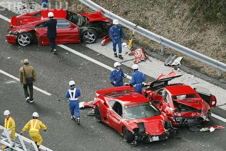 Cel mai scump accident rutier din istorie! 8 Ferrari s-au facut praf VIDEO