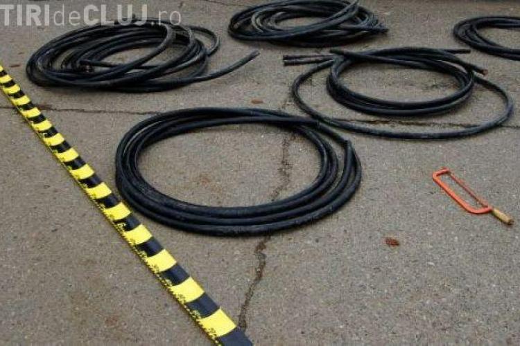 A furat cablul telefonic de pe stalp, in Campia Turzii
