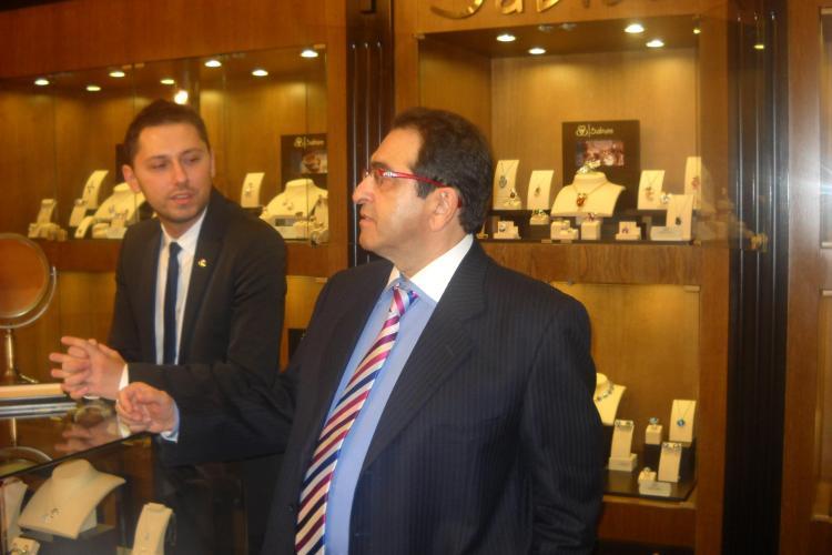Gianni Lazzaro si-a expus colectia de bijuterii de 3 milioane de euro in Iulius Mall FOTO
