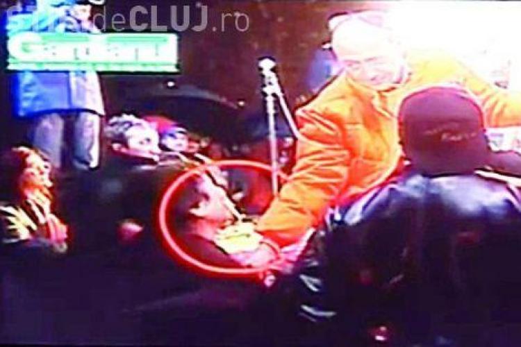 Traian Basescu a savarsit un act de violenta fizica asupra minorului, la mitingul din 2004 MOTIVAREA INSTANTEI