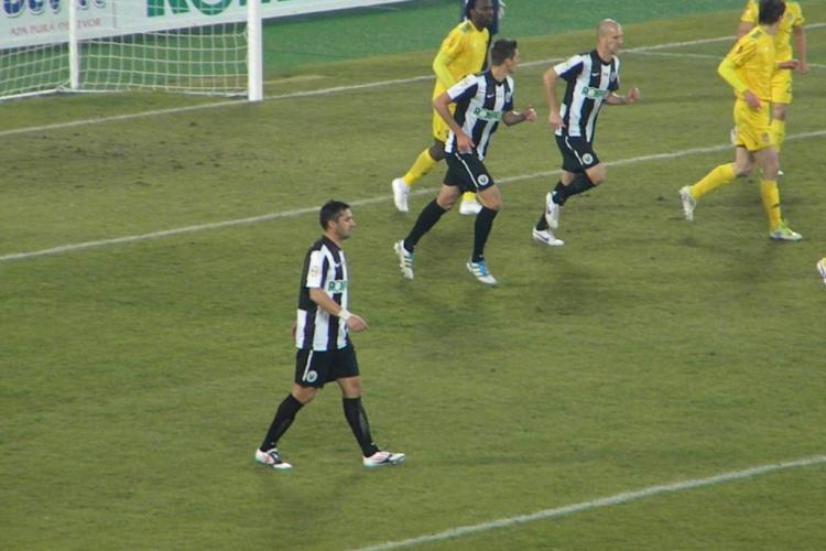 """U Cluj - FC Vaslui 0-1 Adailton a inscris cu capul si l-a """"ingropat"""" pe Ionut Badea FOTO"""
