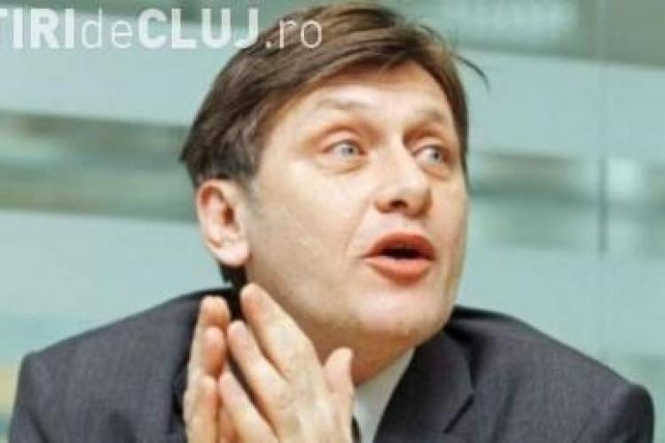 Crin Antonescu i-a facut pe Boc si Basescu comunisti