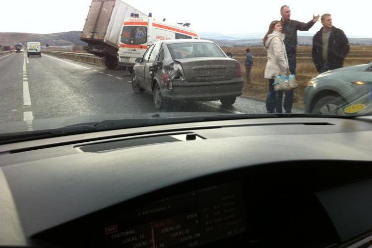 Accident pe centura Clujului. Un autocaminon a ajuns in sant-  Galerie FOTO