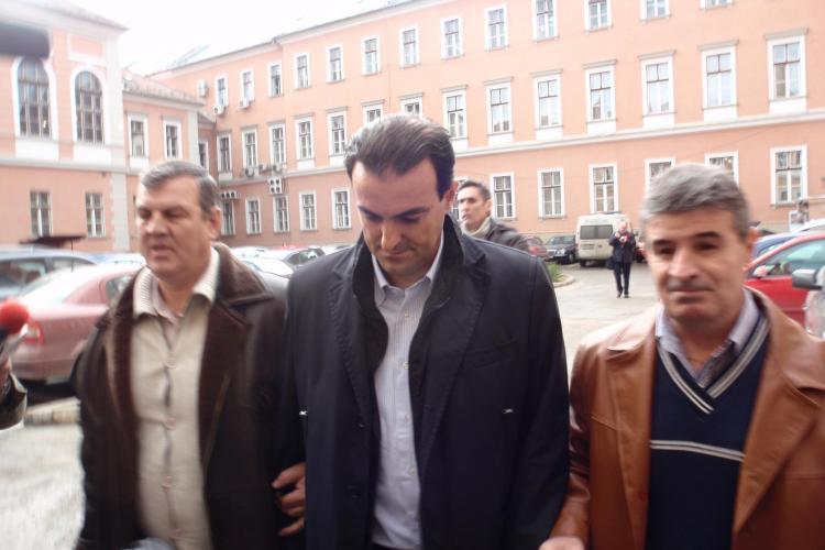 Sorin Apostu a fost adus la Curtea de Apel Cluj! UPDATE: Apostu nu vrea eliberarea sub control judiciar VIDEO