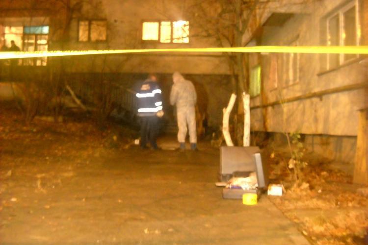 O tanara de 19 ani s-a aruncat de la etajul 8, pe strada Nicolae Titulescu -VIDEO. UPDATE: Tanara a murit
