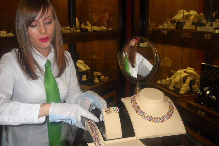 Vezi cum arata cel mai scump colier expus la galeria Sabion. Costa aproape 100.000 de euro  FOTO