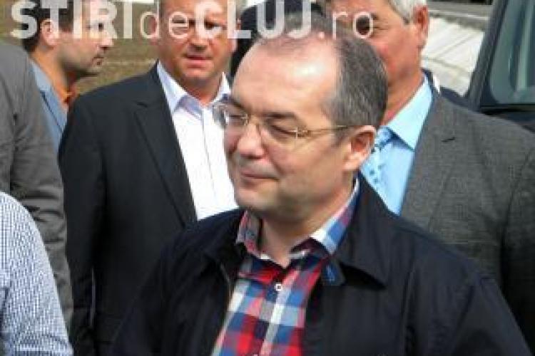 Emil Boc, facut hot la Alba Iulia de catre multime VIDEO