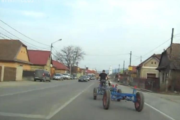 Tanarul care isi trage caruta cu bicicleta prin Floresti a aparut pe LiveLeaks! VEZI ce scriu strainii de Romania