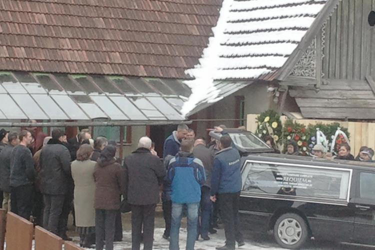 Ioan Boc, privegheat la Rachitele de premier si de toate rudele. Inmormantarea are loc la ora 12.00