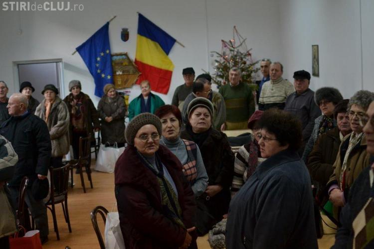 """200 de batrani au primit cadouri in urma campaniei """"Nepoti de Craciun"""""""