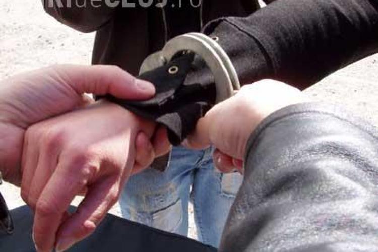 Trei tineri arestati dupa ce au talharit doua femei pe strada Observatorului si Sputnic